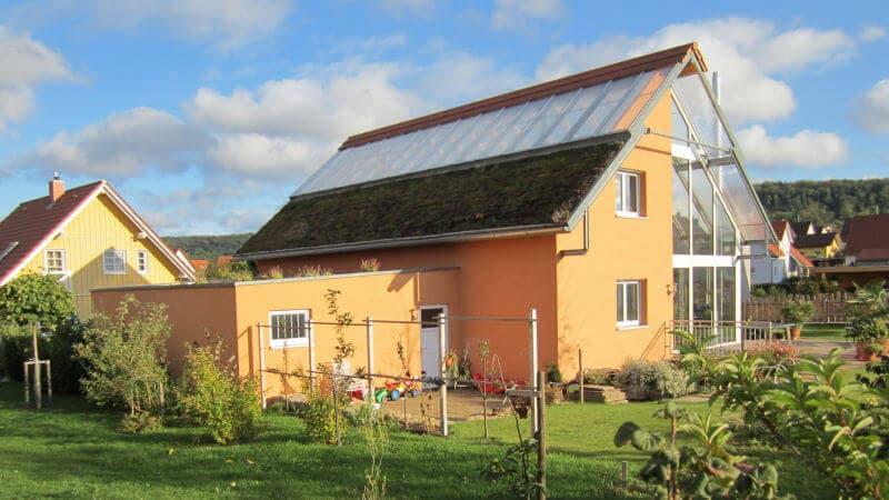 okohaus grasdach bei einem akohaus frankfurt arche nova